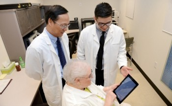 iPad App for Detecting Retinal Disease Receives Second FDA Approval (530x354)