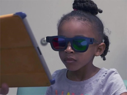 ipad-study-child-with-3d-glasses-440x330